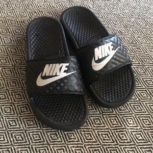 Nike slippers sandals size 8